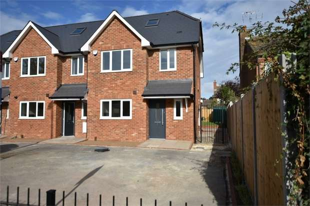3 Bedrooms End Of Terrace House for sale in Holmwood, Forest Road, Binfield, Berkshire