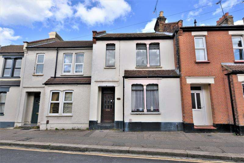 3 Bedrooms Terraced House for sale in 16 Roots Hall Avenue, Southend-on-Sea, Essex, SS2