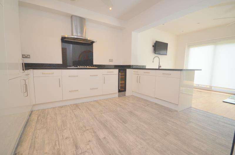 3 Bedrooms House for rent in Meadowside Road, Upminster, RM14