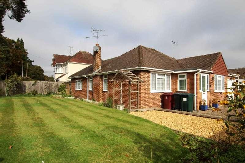 2 Bedrooms Detached Bungalow for sale in Kelvedon Way, Caversham Heights, Reading
