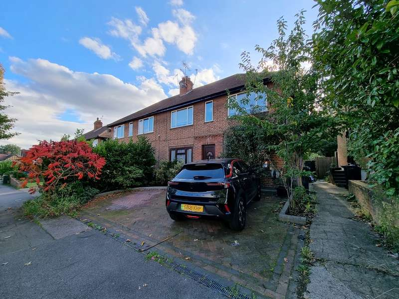 2 Bedrooms Flat for rent in St Anthonys Avenue, Woodford Green
