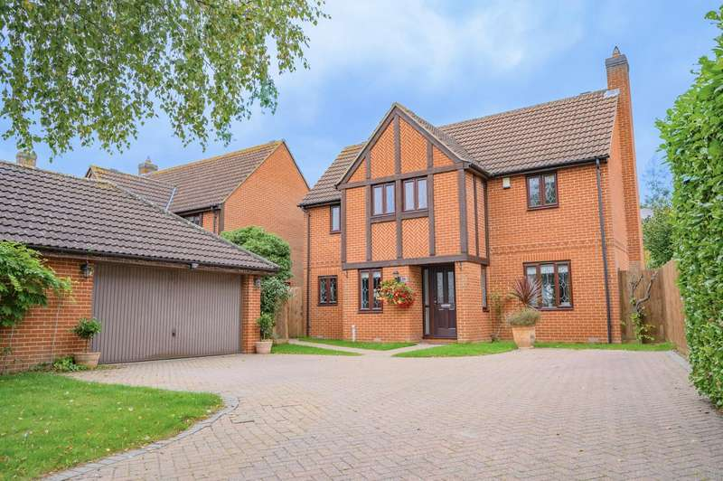 4 Bedrooms Detached House for sale in Woodlands Park Drive, Dunmow