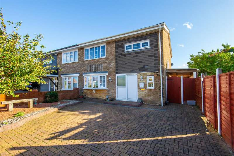 3 Bedrooms Semi Detached House for sale in Gelding Close, Luton, Bedfordshire
