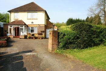 3 Bedrooms Detached House for sale in Clamp Hill, Stanmore