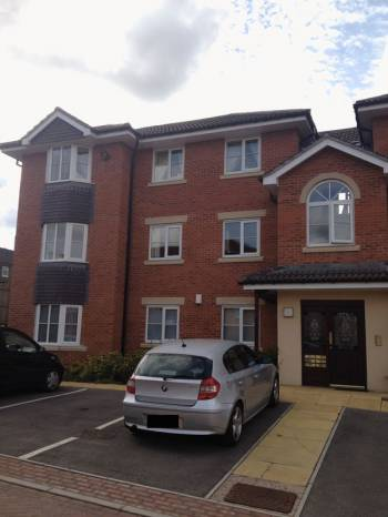 2 Bedrooms Flat for sale in Treeton, Rotherham