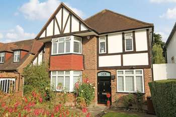 5 Bedrooms Detached House for sale in Dukes Avenue, Canons Drive Estate