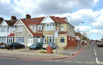 5 Bedrooms Semi Detached House for sale in Eastern Avenue, Redbridge