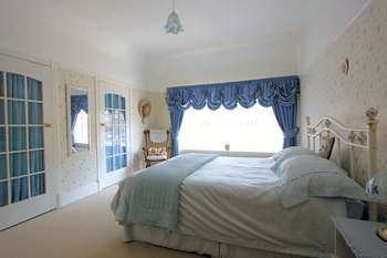 4 Bedrooms Detached House for sale in Bryntirion Drive, Prestatyn