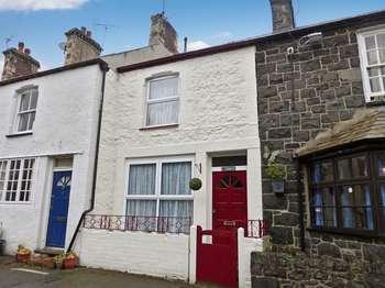 2 Bedrooms Terraced House for sale in Llanfairfechan