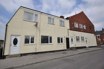 4 Bedrooms Flat for sale in Green Lane, Featherstone