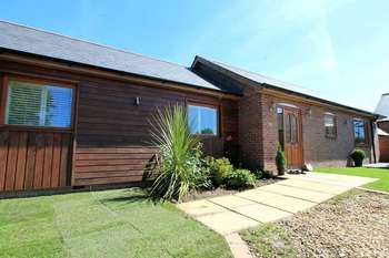 3 Bedrooms Detached Bungalow for sale in Ringwood Road, Ferndown