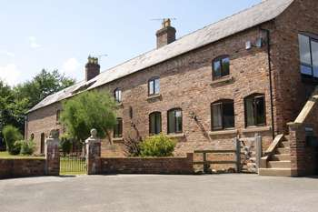 6 Bedrooms Property for sale in Llay Bank, Cefn-Y-Bedd, Wrexham