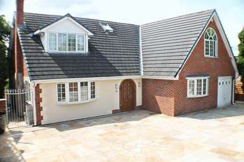 4 Bedrooms Detached House for sale in Mottram Old Road, Stalybridge