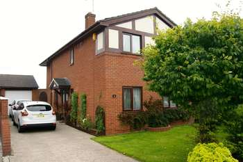 4 Bedrooms Detached House for sale in The Links, Wrexham