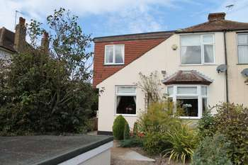 4 Bedrooms Semi Detached House for sale in South Darenth, Dartford