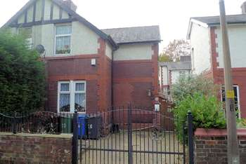 3 Bedrooms Semi Detached House for sale in Powell Street, Bury