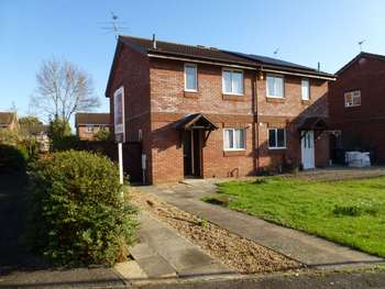 3 Bedrooms Semi Detached House for rent in Fletcher Close, Aylesbury *REDUCED REFERENCING FEES*