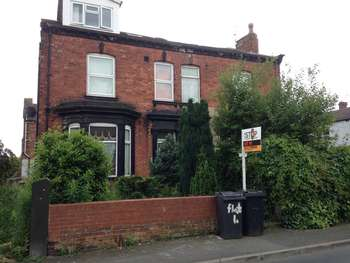 2 Bedrooms Flat for sale in Town Street, Armley, Leeds