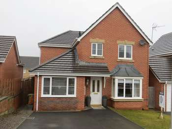 3 Bedrooms Detached House for sale in Llanharan, Pontyclun