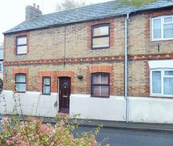 3 Bedrooms Semi Detached House for sale in Three Bedroom Semi Detached Property in Buckingham