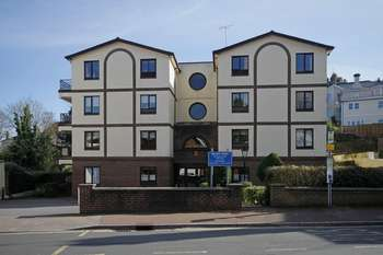1 Bedroom Flat for sale in Walnut Road, Torquay