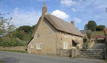 3 Bedrooms Detached House for sale in Oborne, Near Sherborne, Dorset
