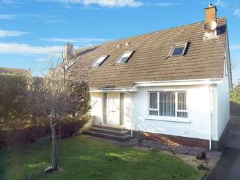 3 Bedrooms Semi Detached Bungalow for sale in Carrick Meadow, Warrenpoint, NEWRY, County Down