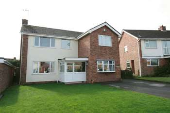 4 Bedrooms Detached House for sale in All Saints Road, Leicester