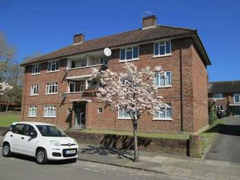 3 Bedrooms Flat for sale in WIMBLEDON - SUPERBLY REFURBISHED 3 BED TOP FLOOR FLAT IN VERY CONVENIENT LOCATION