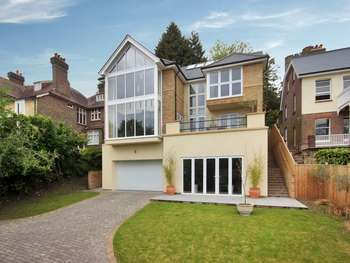 4 Bedrooms Detached House for sale in College Lane, East Grinstead, West Sussex