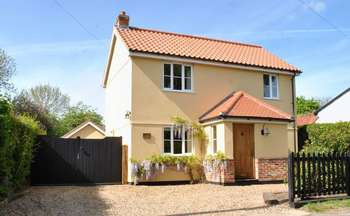 3 Bedrooms Detached House for sale in Queen's Street, Spooner Row, Wymondham