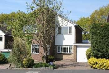 4 Bedrooms Detached House for sale in Acresbrook Road, Burnley