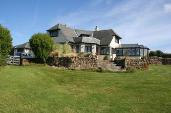 4 Bedrooms Detached House for sale in Mullion Cove, Helston