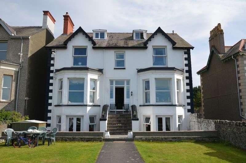 7 Bedrooms Detached House for sale in Promenade, LLANFAIRFECHAN, Conwy