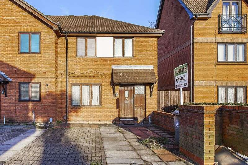 3 Bedrooms Semi Detached House for sale in Grebe Close, London