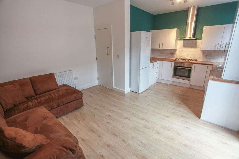 6 Bedrooms Property for rent in Esher Road, Liverpool (2017-18 Academic Year)
