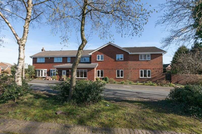 6 Bedrooms Detached House for sale in Boars Head Avenue, Standish, WN6 0BH
