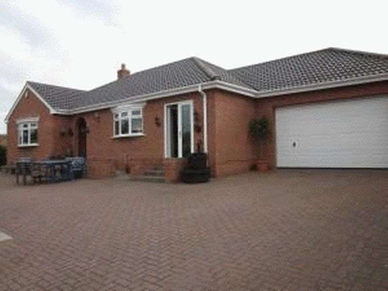 3 Bedrooms Detached Bungalow for sale in Hillside Court, Spennymoor