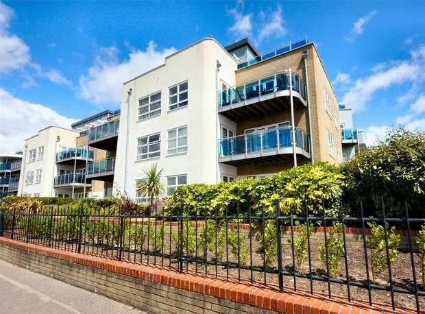 2 Bedrooms Flat for sale in Shore Road, Sandbanks, Poole, Dorset