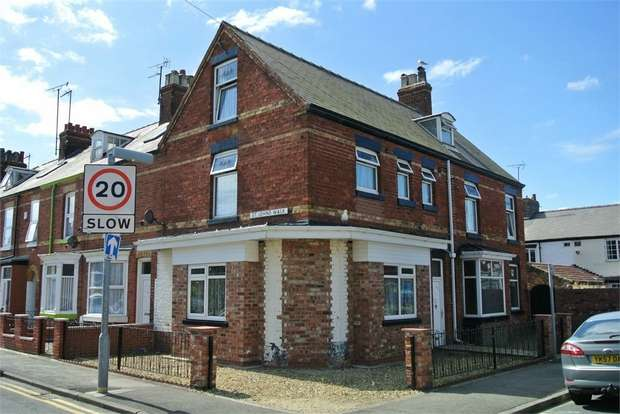 3 Bedrooms Flat for sale in St Johns Walk, Bridlington, East Riding of Yorkshire