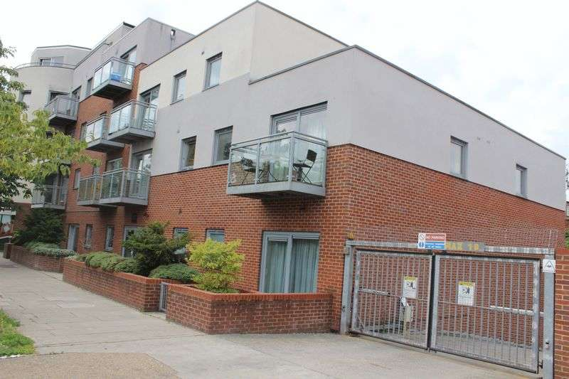 2 Bedrooms Flat for sale in Albany Court, Kenton Road, Harrow