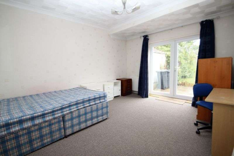 6 Bedrooms Detached House for rent in Ensbury Park, Bournemouth