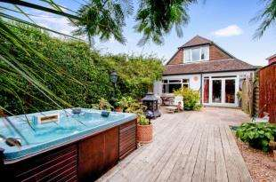 4 Bedrooms Detached House for sale in Hill Head, Hampshire