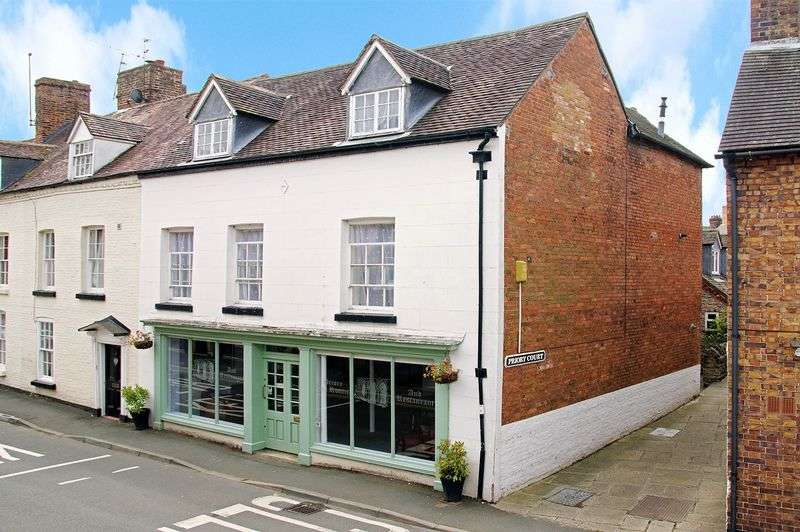 3 Bedrooms Flat for sale in Priory Court, Much Wenlock, Shropshire.