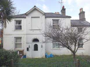 5 Bedrooms Terraced House for sale in York Place, Bangor, Gwynedd, LL57