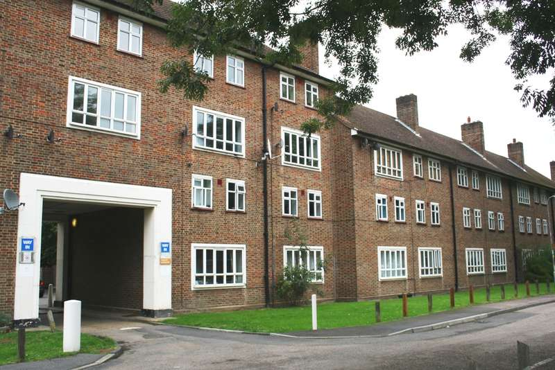 2 Bedrooms Flat for rent in Ravensbury Grove, Mitcham, CR4