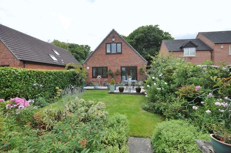 3 Bedrooms Detached House for sale in Fauld Lane, Fauld, NR Tutbury