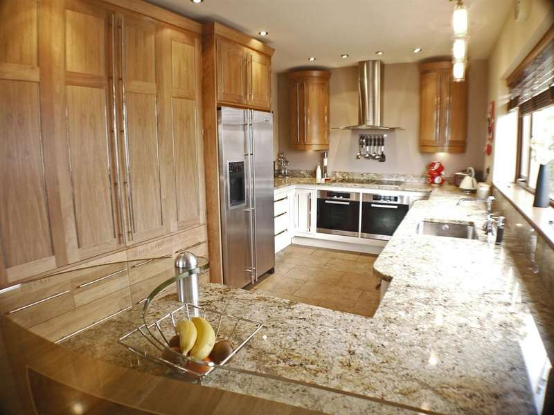 5 Bedrooms Detached House for sale in Craig Lodge, Pennine View, Kirkheaton, Huddersfield, HD5 0NQ
