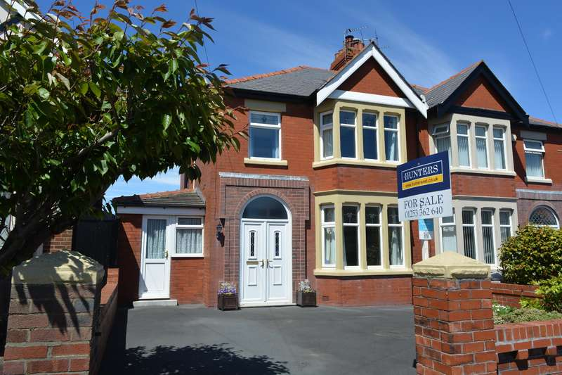 3 Bedrooms Semi Detached House for sale in St Lukes Road, South Shore, Blackpool, FY4 2EL