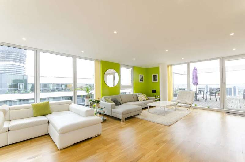 2 Bedrooms Flat for sale in Cobalt Point, Canary Wharf, E14